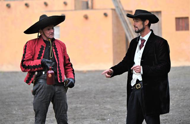 Die Bösewichte Buttler (Yves Vaucher) und Oelprinz (Philipp Lüscher) machen ihre krumme Sache gut.
