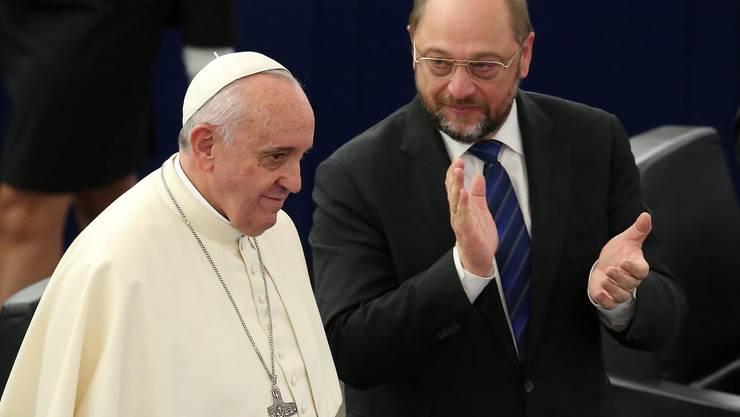 Der Papst besucht das EU-Parlament in Strassburg.