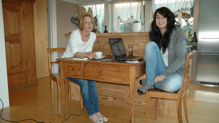 Nicole Wey, geborene Eibl (links), zusammen mit ihrer Tochter Julia