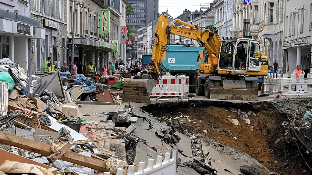 Auf fast 2 Milliarden Euro schätzt das deutsche Verkehrsministerium die Schäden durch die Hochwasser auf Strasse und Schiene.