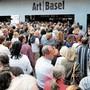 Die Kunstmesse Art brachte viele Menschen und weltmännischen Geist in die Stadt. Das ist nun in Frage gestellt.