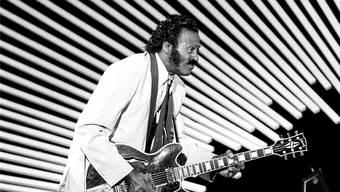 Rock-'n'-Roll-Pionier Chuck Berry demonstriert 1980 seinen berühmten «Duckwalk».
