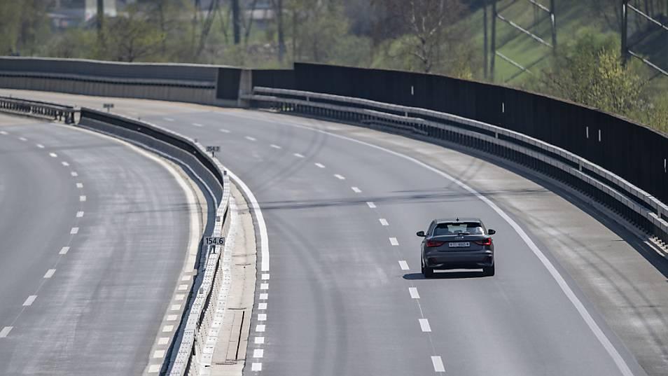 Junglenker fährt mit horrendem Tempo über die Autobahn