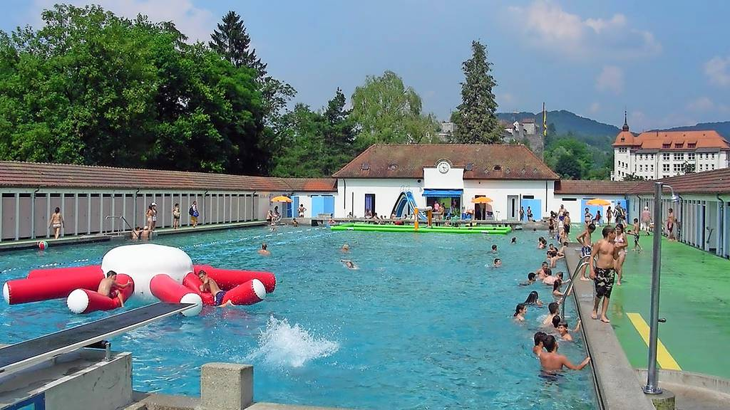 Bagger statt Badegäste: Im Juli ist fertig geplanscht