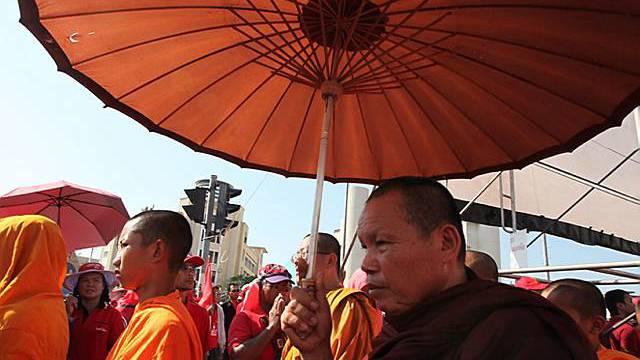 Mönche gehen gegen die Regierung auf die Strasse