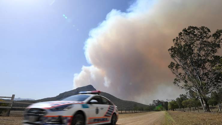 Ein ausser Kontrolle geratenes Buschfeuer in der Nähe von Clumber im ostaustralischen Bundesstaat Queensland.