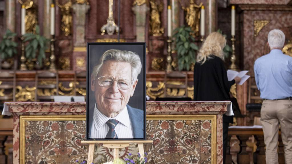 Rund 400 Personen gedenken Hans Küng bei Feier in Luzern