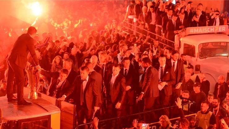 Weil der Meistertitel und somit auch die Meisterfeier 2017 mit grosser Wahrscheinlichkeit nach Basel kommt, kann die Nacht des Glaubens am 02. Juni nicht auf dem Barfüsserplatz stattfinden. (Archiv)