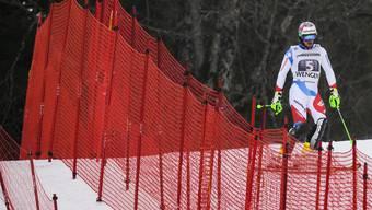 Luca Aerni in Wengen: Statt zwischen den Toren fährt er nach seinem Ausfall in der Kombination enttäuscht ins Ziel.