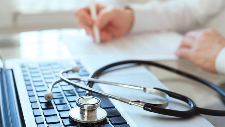 «Es gibt Hinweise, dass die Zahl der Eingriffe steigt, wenn das Einkommen der Ärzte an solche Entschädigungssysteme gekoppelt ist», heisst es in einem Expertenbericht. (Symbolbild)