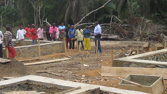 Die Stiftung Kimongo-Hilfe unterstützt Projekte im Kongo. Eines davon ist der Aufbau einer Maternitéstation.