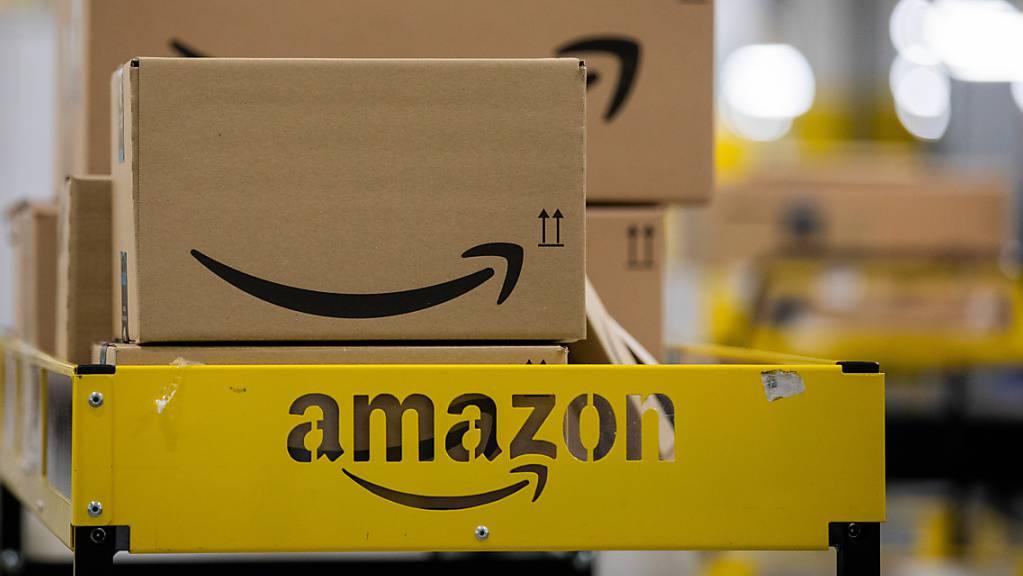 Der Onlinehändler Amazon ist laut einer Studie des Marktforschungsunternehmens Kantar die weltweit wertvollste Marke. Während die Liste nach wie vor von US-Tech-Konzernen dominiert wird, holen chinesische Marken auf. (Archivbild)