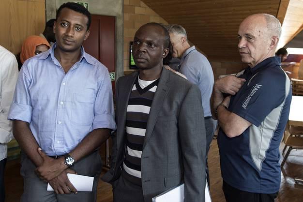 Bundesrat Ueli Maurer spricht Asylbewerbern.