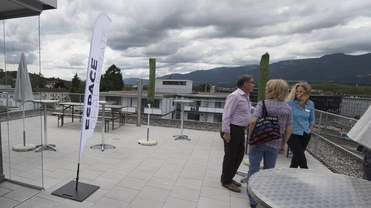Auf der Dachterrasse wird eine Cafeteria eingerichtet, die auch dem Austausch zwischen den Mietern dienen soll.