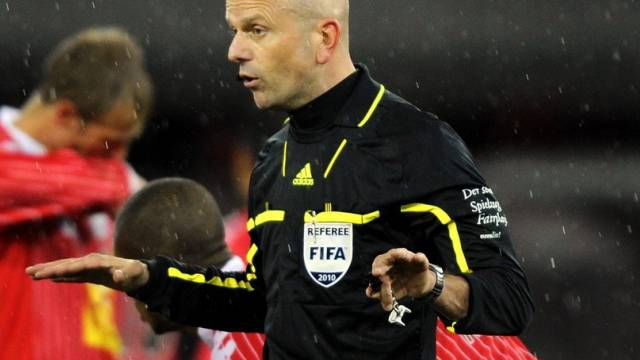 Carlo Bertolini als Schiedsrichter im November 2010