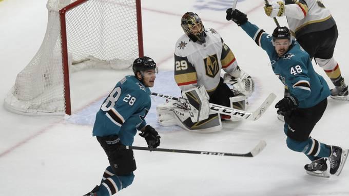 Timo Meier (Nummer 28) und Teamkollege Tomas Hertl (48) bei der Aufholjagd der Sharks gegen die Vegas Golden Knights