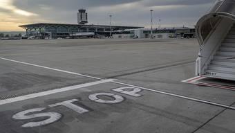 Die Grünen fordern eine Beschränkung der jährlichen Flüge auf 100'000 und eine Verlängerung des Nachtflugverbots. (Symbolbild)
