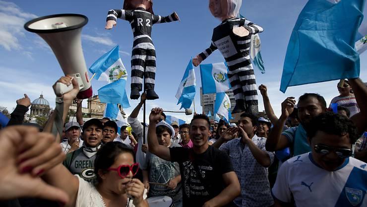 Demonstranten fordern in Guatemala City den Rücktritt ihres Präsidenten Pérez.