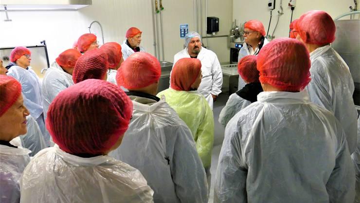 "Daniel Käppeli erläutertdie Historie zum Betrieb ""Gebrüder Käppeli Gastro-Service"""