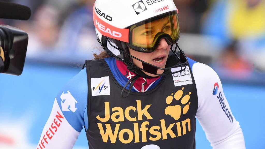 29.11.2015, Mountain Course, Aspen, USA, FIS Weltcup Ski Alpin, Aspen, Slalom Damen, 2. Durchgang, im Bild Holdener Wendy (SUI) // Holdener Wendy of Switzerland reacts after her 2nd run of ladies Slalom of Aspen FIS Ski Alpine World Cup at the Mountain Course in Aspen, United States on 2015/11/29. EXPA Pictures © 2015, PhotoCredit: EXPA/ Erich Spiess (KEYSTONE/APA/Erich Spiess)