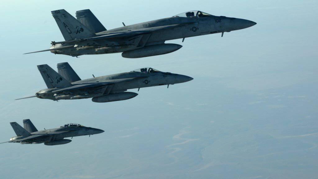 US-Kampfflugzeuge der Anti-IS-Koalition überfliegen den Irak. (Symbolbild vom September 2017)