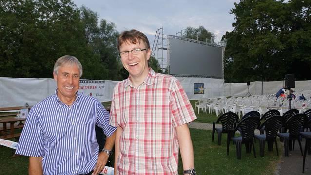 Peter Andres und Philipp Weiss: die Organisatoren des Open-Air-Kino im Kurpark Bad Zurzach. Bild: ubu