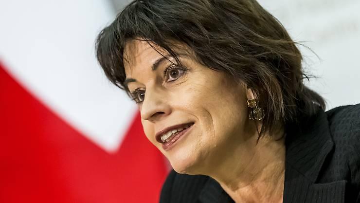 Guter Tag für Energieministerin Doris Leuthard: Das Schweizer Stimmvolk hat dem neuen Energiegesetz deutlich zugestimmt. (Archivbild)