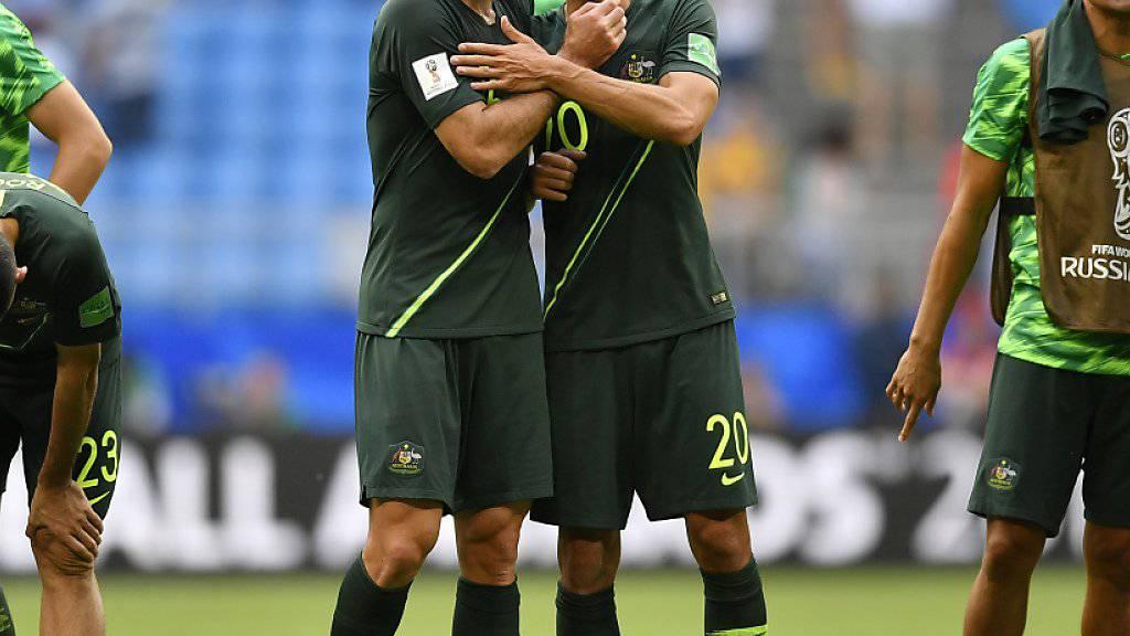 Trotz bislang starker Leistungen droht Australien mit Trent Sainsbury (rechts) und Teamkollege Mile Jedinak das Aus