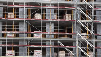 Im Bauwesen sollen nun alle Aufträge der öffentlichen Hand bis zu einem Wert von 8,7 Millionen Franken nur noch an Betriebe mit Sitz in der Schweiz vergeben werden. So wollen es die Tessiner Regierung und das Parlament. (Symbolbild)
