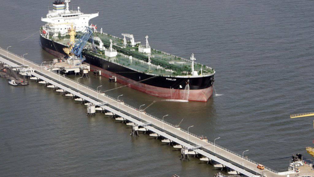 Ein ehemaliger Mitarbeiter der Rohstofffirma Gunvor zahlte für die Lieferung von Öl Bestechungsgelder an afrikanische Amtsträger. (Archiv)