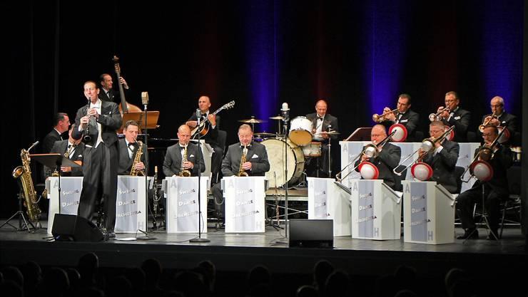 Ob Glenn Miller, Benny Goodman, Artie Shaw oder George Gershwin: Andrej Hermlin & his Swing Dance Orchestra geben jede dieser Swingikonen zum Besten