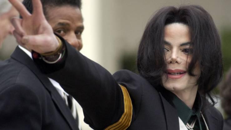 Radiosender in Kanada haben sich entschlossen einstweilen keine Songs des verstorbenen Sängers Michale Jackson zu spielen. In einem Dokumentarfilm waren erneut Pädophilie-Vorwürfe gegen Jackson erhoben worden.  (Foto:Michael A. Mariant / AP Keystone Archiv)