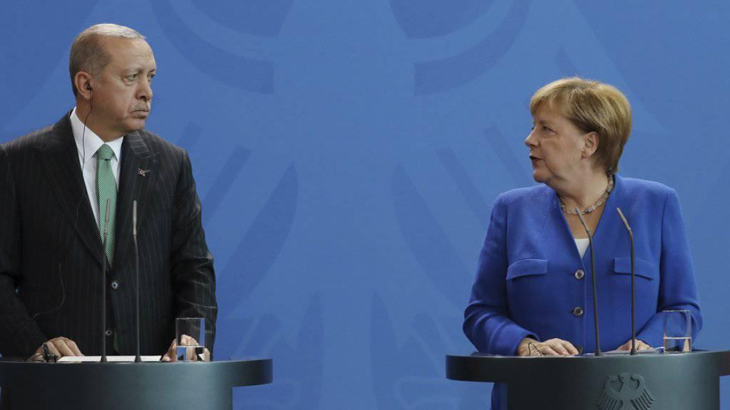 Der türkische Präsident Recep Tayyip Erdogan und die deutsche Kanzlerin Angela Merkel am Freitag vor den Medien in Berlin.