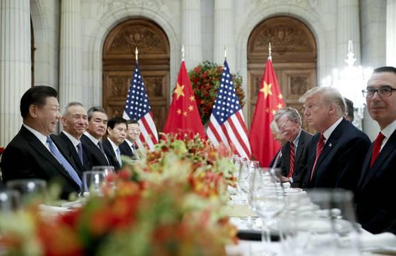 US-Präsident Donald Trump traf sich mit Chinas Präsident Xi Jinping zum gemeinsamen Abendessen. Das Treffen verlief für beide Seiten erfolgreich.