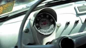Der Fiat-500-Raser war mit 94 statt erlaubten 50 Stundenkilometern unterwegs.