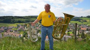 «Hermi» Huber stemmt seine Instrumente in den Himmel über Birmensdorf.
