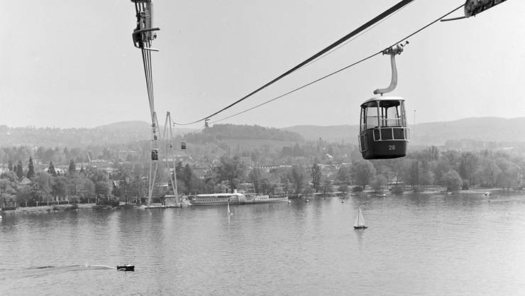 Im Jahr 1959 transportierte die Gondelbahn der Gartenbauausstellung Gäste über den Zürichsee. Die Gondelbahn bestand bis 1966.
