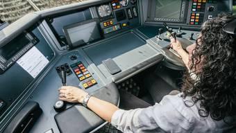 Im halbautomatischen Betrieb werden die Lokführerinnen und Lokführer von Assistenzsystemen entlastet.