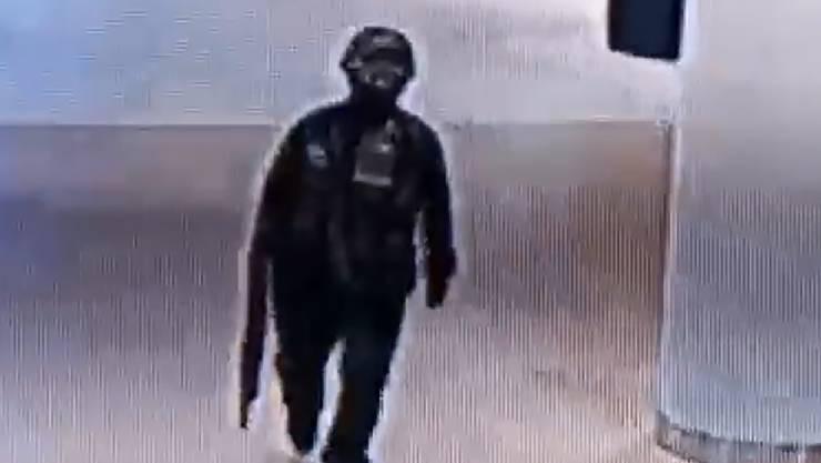 Amoklauf in Thailand: Der bewaffnete Soldat beim Betreten des Einkaufszentrums «Terminal 21».