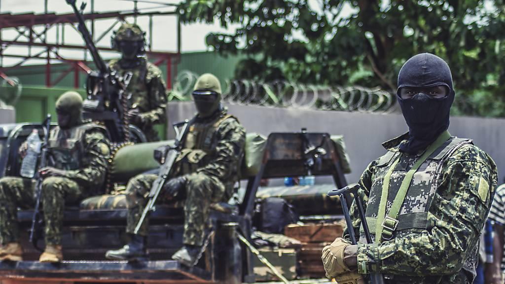 Putschisten in Guinea lassen inhaftierte Gegner der Regierung frei