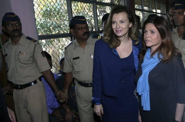Nach Ende der Beziehung zu Frankreichs Präsident François Hollande ist Valérie Trierweiler nach Indien geflogen, um eine Nichtregierungsorganisation bei ihrem Kampf gegen den Hunger zu unterstützen.