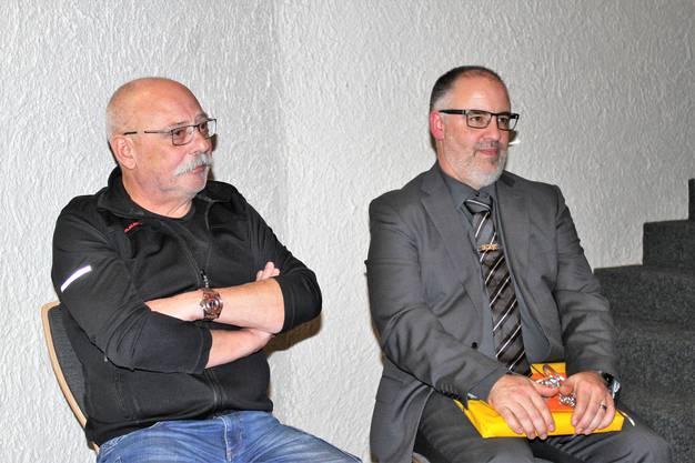 René Fröhlicher (l.) und Luis Fonseca wurden von Markus Grenacher, Feuerwehrinspektor, mit ehrenvollen Worten verabschiedet.