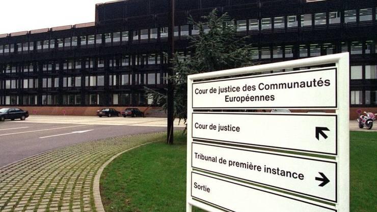 Der Europäische Gerichtshof (EuGh) entschied, dass EU-Staaten auch Flüchtlingen mit befristetem Aufenthaltsrecht nicht weniger Sozialhilfe zahlen dürfen, als ihren eigenen Bürgern.
