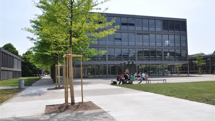 Blick auf das Areal der Kantonsschule Baden.