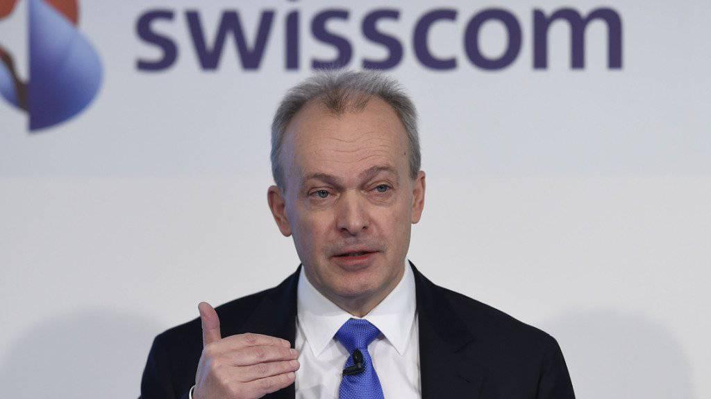 Für die Gewerkschaft Stein des Anstosses: Swisscom-Chef Urs Schaeppi verdiente letztes Jahr 1,8 Millionen Franken und den Frühpensionierten sollen die Überbrückungsrenten gestrichen werden. (Archiv)