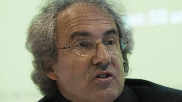 SKOS-Präsident Walter Schmid äussert sich in Bern