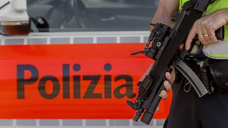 Die Tessiner Polizei nahm am Montag zwei Männer aufgrund eines internationalen Haftbefehls fest. (Archivbild)