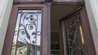 Im Berner Amtshaus ist am Dienstag ein Spanier wegen Mordes an seiner Freundin zu einer Freiheitsstrafe von zwanzig Jahren verurteilt worden.