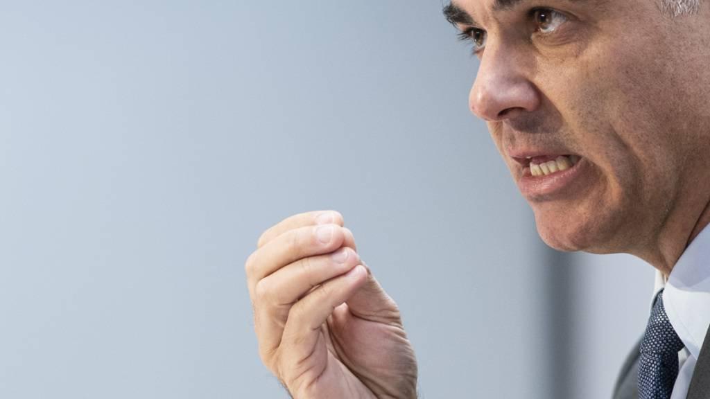 Vorpreschen bei der Bekanntgabe der Krankenkassenprämien geht gar nicht: Gesundheitsminister Alain Berset lädt die Krankenkassen deswegen zu einer Aussprache. (Archivbild)
