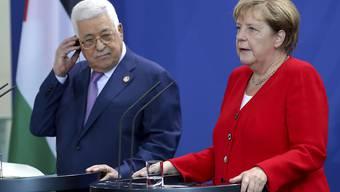 Die deutsche Kanzlerin Angela Merkel hat sich am Donnerstag im Beisein des Präsidenten der Palästinensischen Autonomiebehörde, Mahmud Abbas, erneut für eine Zwei-Staaten-Lösung in Nahost ausgesprochen.
